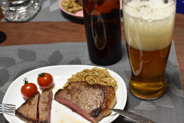ステーキとビール